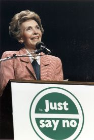 Photograph_of_Mrs._Reagan_speaking_at_a_'Just_Say_No'_Rally_in_Los_Angeles_-_NARA_-_198584